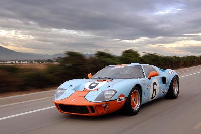 Superformance , Bloomberg GT40 \u0027Ferrari Killer\u0027 Returns
